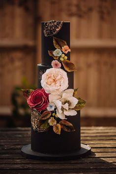 Pink Wedding Cakes Black cake with sugar flowers Funny Wedding Cakes, Black Wedding Cakes, Unique Wedding Cakes, Wedding Cake Designs, Gold Wedding, Purple Wedding, Summer Wedding, Fondant Cupcakes, Cupcake Cakes