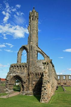 Cathedral Ruins, St Andrews, Fife, Scotland Copyright: Finlay McNab Been there. Beautiful Ruins, Beautiful Castles, Beautiful Buildings, Beautiful Places, Beautiful Pictures, Abandoned Churches, Old Churches, Abandoned Places, Scotland Travel