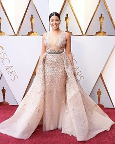 Gina Rodriguez knocked out competitors in Zuhair Murad Couture on the 2018 Oscars Red Carpet. Oscar Dresses, Gala Dresses, Nice Dresses, Wedding Dresses, Oscars Red Carpet Dresses, Red Carpet Gowns, Zuhair Murad, Jennifer Lawrence, Celebrity Red Carpet