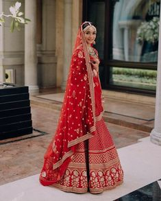 We have our fair share of Sabyasachi brides featured on WedMeGood and though we spot so many brides in the same lehenga, we have some of our favourites.The man himself - Sabyasachi Mukherjee does cr.