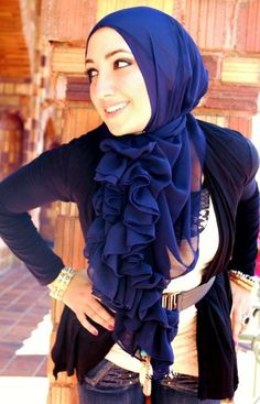 I love her makeup and her hijab!//  Beauty in everything!