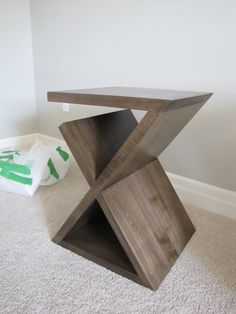 Z shape end table for magazine storage