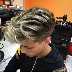 Creative ideas for amazing looking hair. Your hair is undoubtedly what can certainly define you as a person. To numerous people it is definitely vital to have a fantastic hair do. Haircuts For Long Hair, Cool Haircuts, Haircuts For Men, Men's Haircuts Fade, Undercut Hairstyles, Cool Hairstyles, Undercut Pompadour, Men Undercut, Disconnected Undercut Men