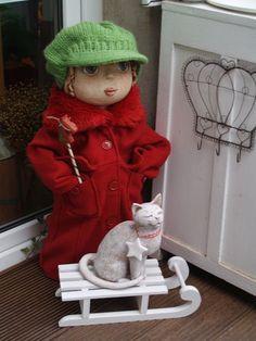 panenka z keramiky - Morkusovic.blogspot Pottery Sculpture, Puppets, Painted Rocks, Wood Crafts, Snowman, Harajuku, Dolls, Outdoor Decor, Animals