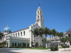 University of San Diego. The small private University of San Diego features stunning Pacific Ocean views from the Alcalá Park corner of campus but of course, with the campus being in San Diego it's all gorgeous. If the Alcala views aren't enough for you, stroll around campus and you'll be able to take in breath-taking views of the San Diego Harbor, the Coronado Islands, and La Jolla. Nearly every building located on the campus features a 16th-century Spanish Renaissance architectural style.