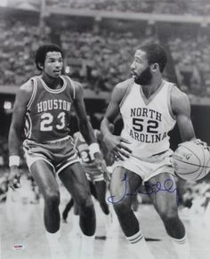 Clyde Drexler of the University of Houston guards James Worthy of the University of North Carolina during the Final Four in New Orleans where the Tarheels would go on to win their first ever title. Basketball History, I Love Basketball, Basketball Pictures, Basketball Legends, College Basketball, Basketball Court, Nba Players, Basketball Players, James Worthy