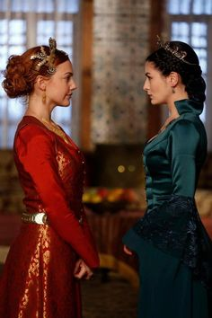 Queen Isabella of Weaponarchy (black hair) and Queen Calie of Eliptoni