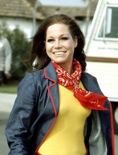 Mary Tyler Moore  Born: December 29, 1936 Died: January 25, 2017 Cause of Death: Cardiopulmonary arrest because of pneumonia.