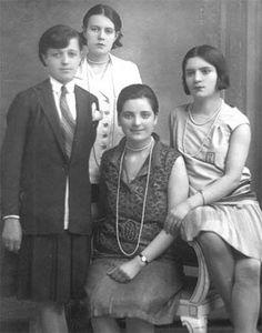 Gazi Mustafa Kemal Atatürk'ün manevi kızları, sırasıyla Rukiye, Sabiha Gökçen, Afet ve Zehra Old Pictures, Old Photos, Turkish Army, Great Leaders, World Peace, Dope Art, The Republic, Pre School, Hero