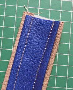 Faux Leather Straps Tutorial Fashion leather articles at 60 % wholesale discount prices Leather Bag Tutorial, Leather Bag Pattern, Sewing Leather, Diy Handbag, Diy Purse, Handmade Purses, Leather Bags Handmade, Diy Leather Projects, Purse Handles