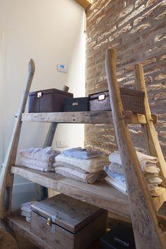 Vimar referenza a Venezia con la serie Arké esempio installazione domotica con cronotermostato e prese in camera