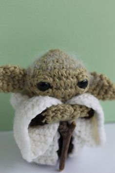 Little Creatures Yoda by Malanie Klassen. Star Wars Crochet, Crochet Stars, Crochet Flowers, Crochet Gifts, Knit Crochet, Kawaii Crochet, Crochet Buttons, Yarn Stash, Crochet Patterns Amigurumi