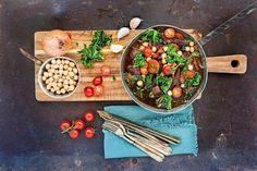 Vildsvinsgryta med kikärtor och grönkål – svenskt recept! | Land Chana Masala, Crockpot, Dairy, Land, Cheese, Ethnic Recipes, Slow Cooker, Crock Pot, Crock