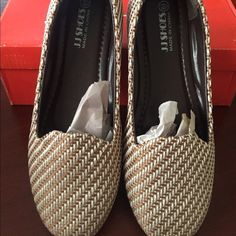Women's loafers Women's loafer light brown nice and comfortable pair them up with skinny jeans...last pic shows shoe had a bubble it came like that that one is a size 6.5 and I can discount Shoes Flats & Loafers