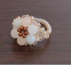 アマゾナイト、ホワイトジェイド、 ピンダアベンチュリンの 天然石3種です。 ベルト部分を編むのがおっくうなときは、 ただただビーズを通しちゃいましょう。 Beaded Rings, How To Make Beads, Stud Earrings, Handmade, Accessories, Jewelry, Design, Rings, Bangle Bracelets