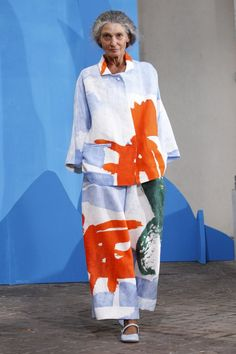 Loose oversized tailoring and vivid brushstrokes echo timeless style at #Daniela Gregis this #MFW #SS15