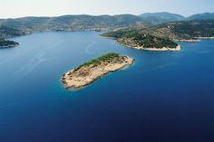 Lighthouse Host #Adriasoul | #Dalmatia #Croatia #Adria #Lighthouse #travel