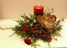 Sia School. Centro de mesa navideño. Lo único real las uvas (es una buena idea para centro de Fin de año) Triangula para que quede equilibrado