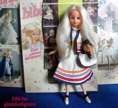 """Im Jahr 1981 und im Jahr 1982 veröffentlichte sie ihr Tagebuch bibi-bo. Der Monat Mai die bibi-bo gekleidet """"Korfu""""! Nel 1981 e nel 1982 ha pubblicato il suo diario bibi-bo. Il mese di maggio del bibi-bo vestita """"Corfù""""! En 1981 y en 1982 lanzó su diario bibi-bo. El mes de mayo el bibi-bo vestida """"Corfú""""!"""