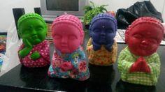 Budas coloridos