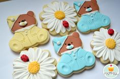 Cute little bear cookies and I love the daisies.