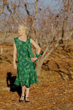 Hey, I found this really awesome Etsy listing at https://www.etsy.com/listing/258894024/stunning-emerald-green-1920s-silk-dress