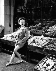 Beautiful photos by Izis Bidermanas [thank you for sharing Spitalfields Life!]