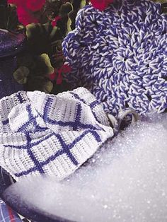 Blue Willow Kitchen Set  Crochet this dishcloth and hot pad set in colors to match your kitchen for a pretty and practical accent.  Designed by Angela Tate  free pdf from free-crochet.com