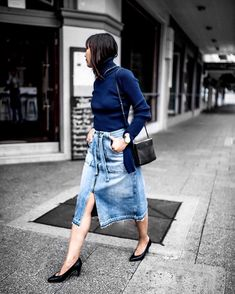 The out-about-town uniform.  @bohotailor #bohobehindthelens   #jacquemus #seanewyork #celine #celinetrio #isabelmarant  #TapForDetails by beigerenegade