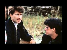 David Lynch and Kyle MacLachlan on-set of Blue Velvet Mulholland Drive, Twin Peaks, David Lynch Movies, Bobby Vinton, Film Blue, Kyle Maclachlan, The Blues Brothers, Roman Polanski, Renaissance Men