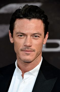 luke evans actor | Luke Evans Actor Luke Evans arrives at the Premiere Of Universal ...