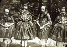 Mädchen in festlicher Schwälmer Tracht, um 1935 #Schwalm