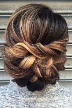 UpDos for bridesmaids or bridal hair - wedding hairstyles we love
