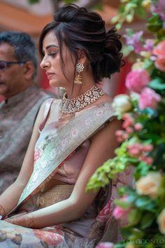 Bridal Hairstyle Indian Wedding, Bridal Hair Buns, Indian Bridal Outfits, Indian Bridal Fashion, Hairdo Wedding, Saree Hairstyles, Indian Hairstyles, Elegant Hairstyles, Hair Upstyles