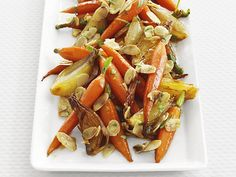 Glazed Baby Carrots : Dress up sweet and tender baby carrots with crunchy toasted almonds and a sprinkle of fresh tarragon. via Food Network Vegetable Sides, Vegetable Side Dishes, Side Dishes Easy, Side Dish Recipes, Vegetable Recipes, Vegetarian Recipes, Main Dishes, Vegetarian Times, Baby Carrot Recipes