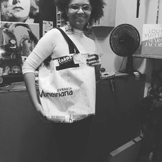 Nossa primeira sacola retornavel! Confeccionada com loa de banner promocional. #modatambeme #sacolaretornavel#lona #banner #sustentabilidade by diginane_hiorranna http://ift.tt/1TvI5Ok