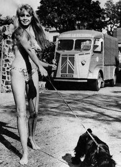 "Bridgitte Bardot bardotlatry: ""Brigitte Bardot walking her dog in France, 1957 "" Bridgitte Bardot, Photo Star, And God Created Woman, Mode Blog, Actrices Hollywood, French Actress, The Bikini, Blade Runner, Walking"