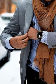 Men'S business casual scarf with suit jacket Fashion Mode, Look Fashion, Mens Fashion, Swag Fashion, Winter Fashion, Fashion Details, Fashion Photo, Fashion Dresses, Mode Masculine