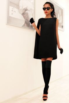 Sexy Black Dresses That Will Make You a Fashionista… A Cape Dress Style Work, Mode Style, Look Fashion, High Fashion, Autumn Fashion, Dress Fashion, Petite Fashion, Fashion 2018, Curvy Fashion