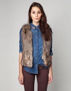 Seguramente en tu closet tienes uno o varios chalecos que no usas hace bastante tiempo. ¡Sácalos e impón tu propio estilo! Hoy son prendas que se encuentran en furor y marcando la tendencia. Aprende a combinarlos y crea tu propio look. http://www.liniofashion.com.co/linio_fashion/mujeres?utm_source=pinterest_medium=socialmedia_campaign=COL_pinterest___fashion_modamujer_20130823_12_sm=co.socialmedia.pinterest.COL_timeline_____fashion_20130823modamujer.-.fashion