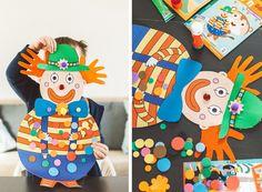 Clown sensoriel : cheveux en feutrine réalisés avec le contour des mains, chapeau avec fleurs en pompon, noeud de paillon en mousse EVA et gommettes en mousse - activité enfant pour le carnaval à retrouver dans la box Handy & Cie : Carnaval en folie #activiteenfant #carnavalenfant #activitecarnaval