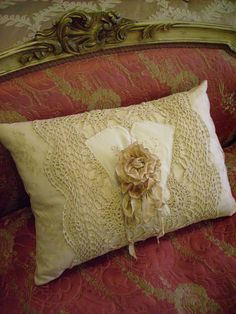 Pillow with vintage lace, gloves and rosette Crochet Cushions, Pin Cushions, Antique Lace, Vintage Lace, Vintage Pillows, Lace Pillows, Shabby Chic, Decoupage, Crochet Decoration