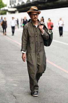 5d5d03b8aa88 tumblr mq0tyq4EVx1qd8hm0o1 500.jpg 497×750 พิกเซล Boiler Suit, Work Wear,  Tommy Ton,