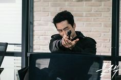 Song Seung Hoon in Black Song Seung Heon, Korean Drama Movies, Korean Actors, Korean Dramas, Go Ara, Black Korean, Me Tv, Singer, Fantasy