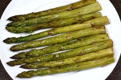 1 pound asparagus, washed and tough ends cut off 1 1/2 tablespoons balsamic vinegar 1 tablespoon olive oil Salt and pepper, to taste