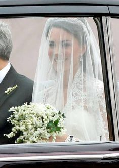 Kate Middleton on her way to her wedding to Prince William when she would then be Princess Kate, Duchess of Cambridge. Princesse Kate Middleton, Kate Middleton Prince William, Prince William And Catherine, Kate Middleton Wedding Dress, Kate Middleton Photos, Middleton Family, Royal Brides, Royal Weddings, Duke And Duchess