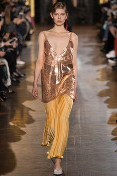 Stella McCartney Fall 2016 Ready-to-Wear Collection Photos - Vogue Fashion Week Paris, Fall Fashion 2016, Autumn Winter Fashion, Runway Fashion, High Fashion, Fashion Show, Fall Winter, Stella Mccartney, Women's Dresses