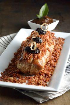 La receta de lomo de cerdo con salsa de ciruela y tocino es perfecta para una celebración muy especial. El sabor dulce de la ciruela contrasta perfectamente con el gusto salado y delicioso del lomo y del tocino. Un platillo que no puede faltar en ninguna celebración. Pork Recipes, Gourmet Recipes, Mexican Food Recipes, Cooking Recipes, Holiday Recipes, Fall Recipes, Christmas Recipes, How To Cook Pork, Yummy Food
