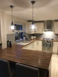 Kitchen revamp – Cream kitchen with gray metric tiles – # Cream kitchen … - Kitchen Remodel Open Plan Kitchen Living Room, Home Decor Kitchen, New Kitchen, Home Kitchens, Kitchen Ideas, Grey Kitchen Tiles, Floors Kitchen, Cream Kitchen Units, Cream And Grey Kitchen
