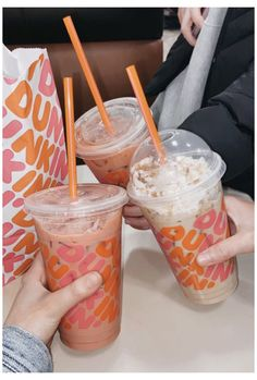 Bebidas Do Starbucks, Starbucks Drinks, Secret Menu, Think Food, Love Food, Dunkin Dounuts, Dunkin Iced Coffee, Yummy Drinks, Yummy Food